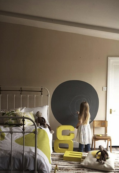 Blackboard circle on wall of kid's room