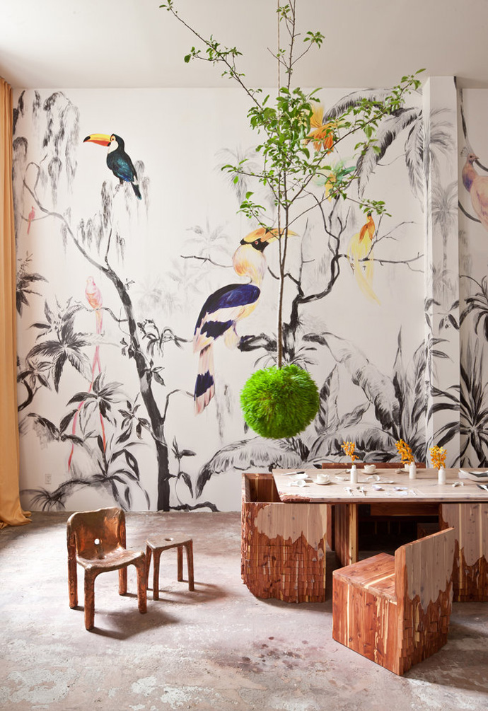 09-atelierchristine.com-homeimprovement-interiors-remodel-decorating-renovation-residential-interiordesign-green-brown-livingroom-boffo-pablopiatti-tropicalbirds-mural