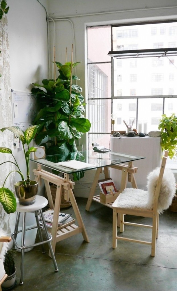 Creative space of designer Shaina Mote in sunny LA studio via gardenista | awakening sacred flow